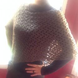 poncho crochet verde musgo